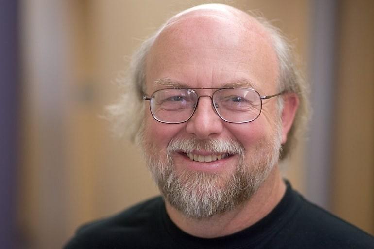 James Gosling criou a linguagem de programação Java dentro da Sun Microsystem